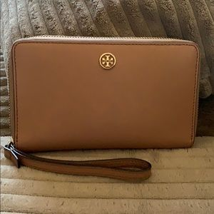 Authentic Tory Burch Wallet with wristlet